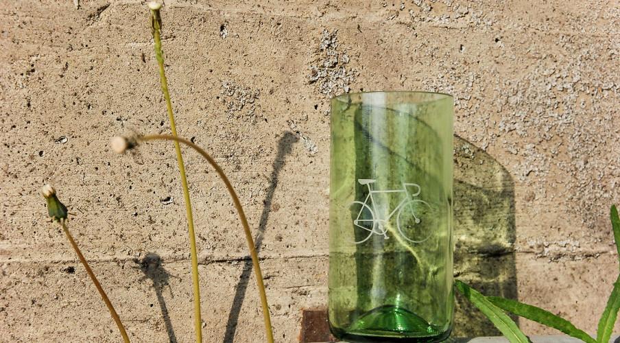 Sandgestrahltes Fahrradmotiv auf grünlichem Glas